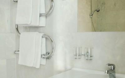 Amicus hotel vonios kambarys